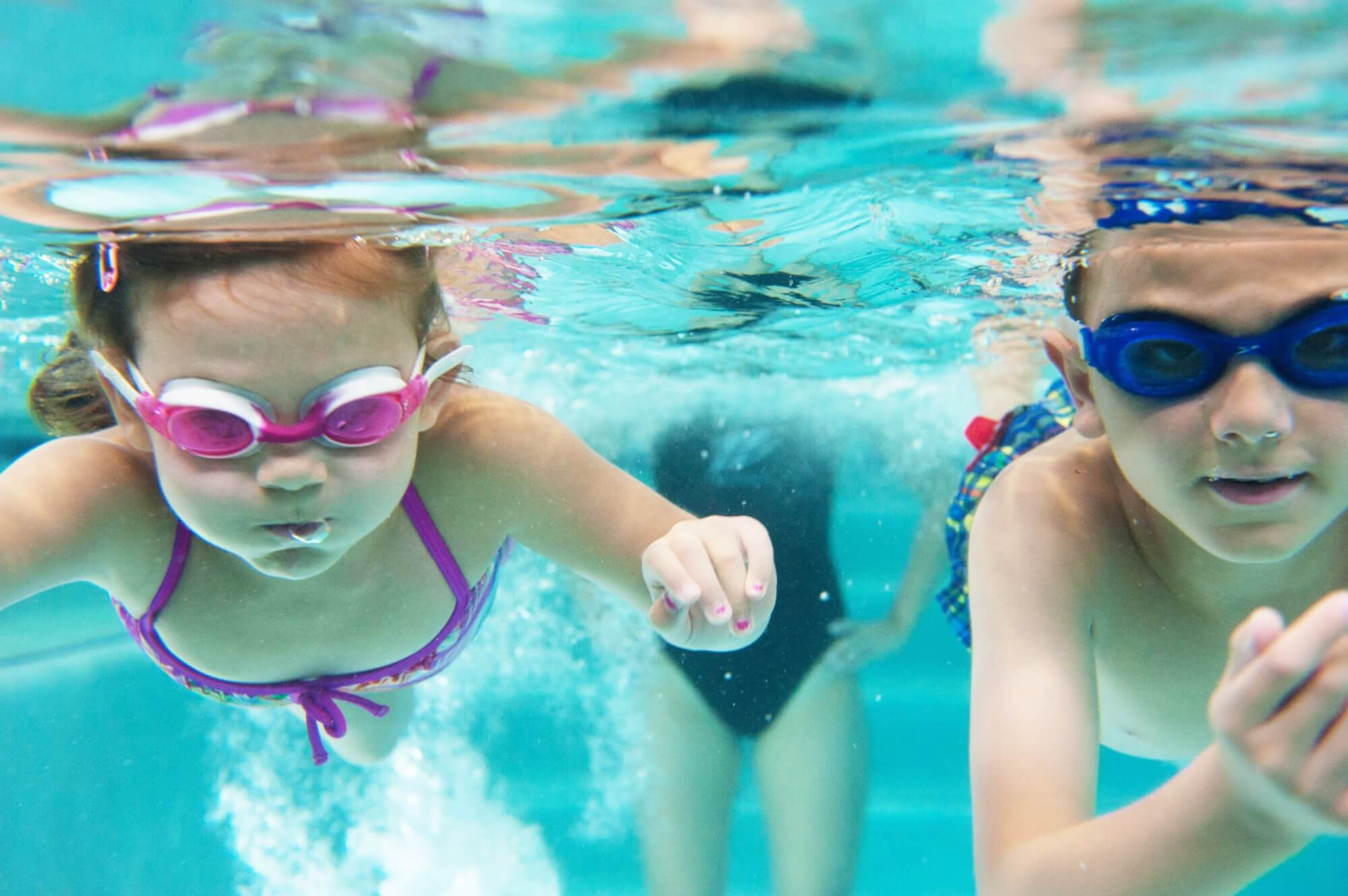kids swimming underwater as swim instructor watches on at padonia pool